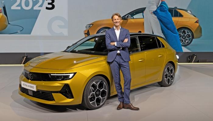 La nuova Opel Astra è stata presentata in anteprima mondiale a Rüsselsheim: da subito in versione plug-in hybrid e dal 2023 in versione elettrica